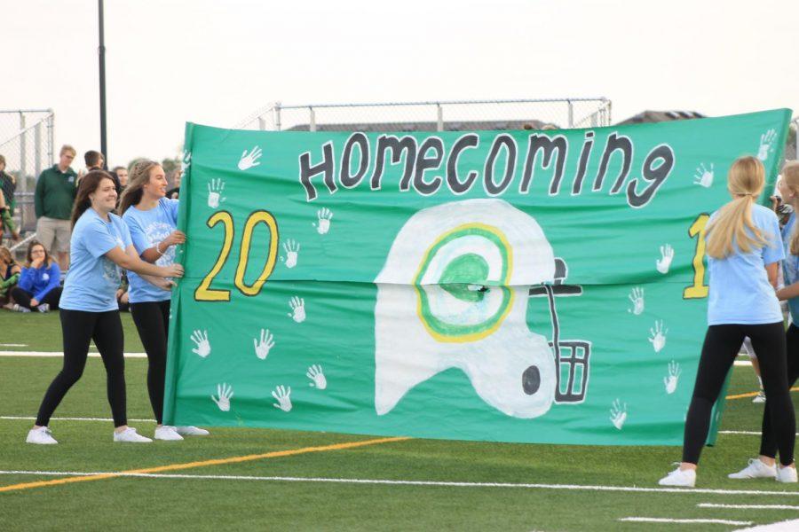 The pregame homecoming banner against Papillion La-Vista.