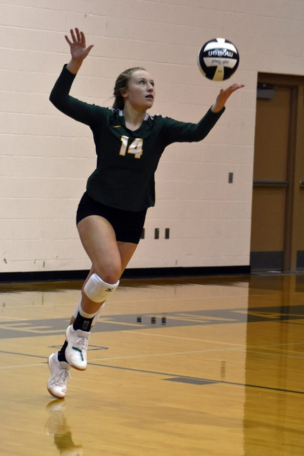 Sophomore Sannah Shelburne prepares to serve the ball. Photo by: Jada Scharff.