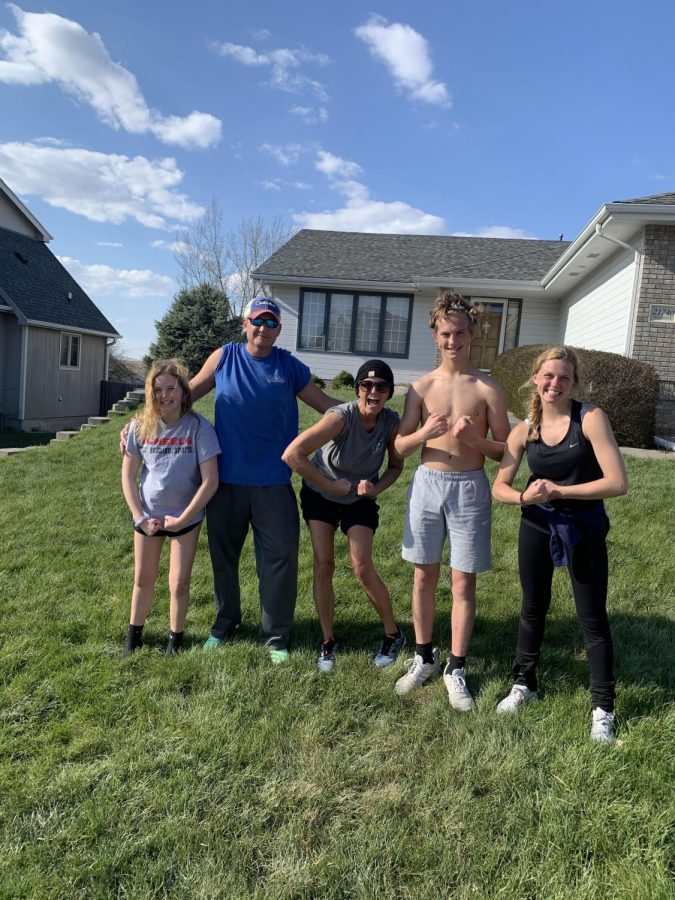 Jada+Scharff+%28on+the+right%29+and+her+family+at+her+house+before+running+26+miles+in+26+hours.