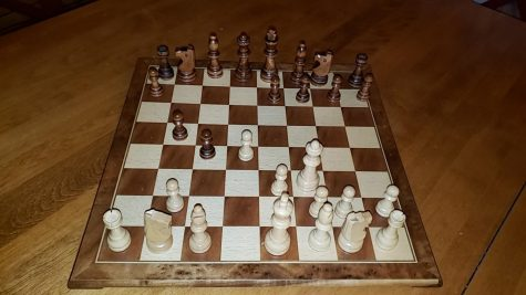 The traditional set up of the Queens Gambit, Beth Harmons signature move.
